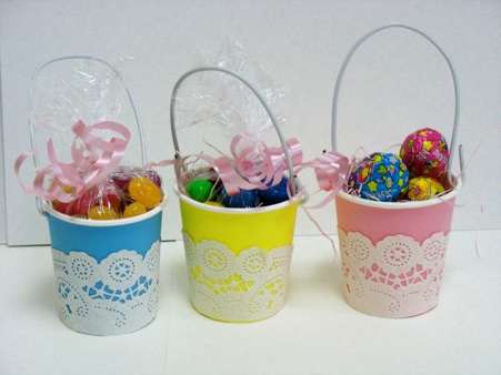 Craft Ideas  Paper Cups on Tiny Paper Cup Easter Baskets 1 Cut Paper Doilies And Pastel Paper To