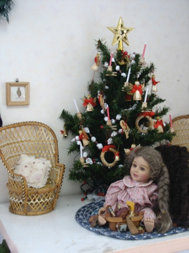 Ideas For Using Dolls To Decorate For Christmas